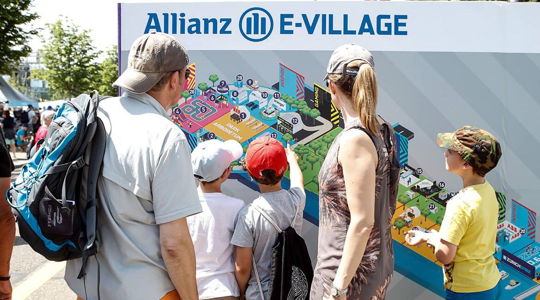Julius Bär Zürich E-Prix 2018, Wegweiser Allianz E-Village, Foto: Siggi Bucher, Keystone